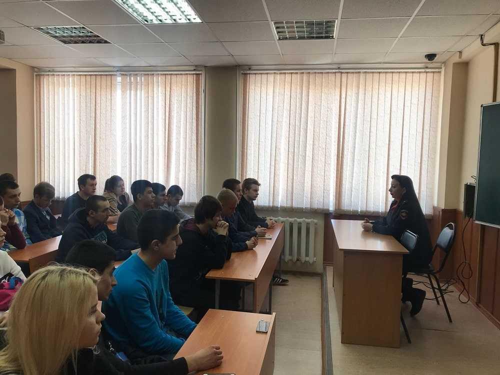 Полицейские УМВД России по г.о. Домодедово приняли участие в акции «Встреча с профессионалом»