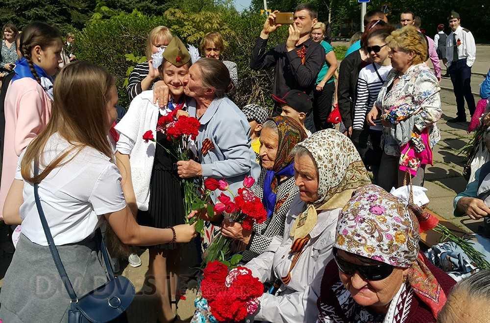 В cеле Ильинское городского округа Домодедово праздничный митинг в честь празднования Дня Победы состоялся у Обелиска в память о погибших воинах в Великой Отечественной войне