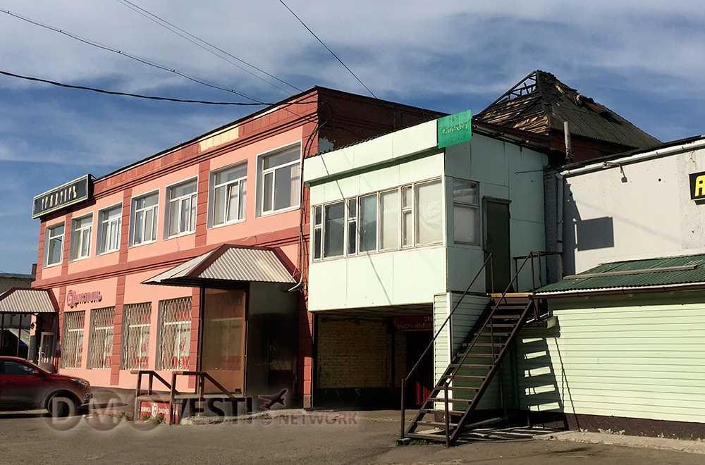 На здании ТК в Домодедово полностью выгорела надстройка