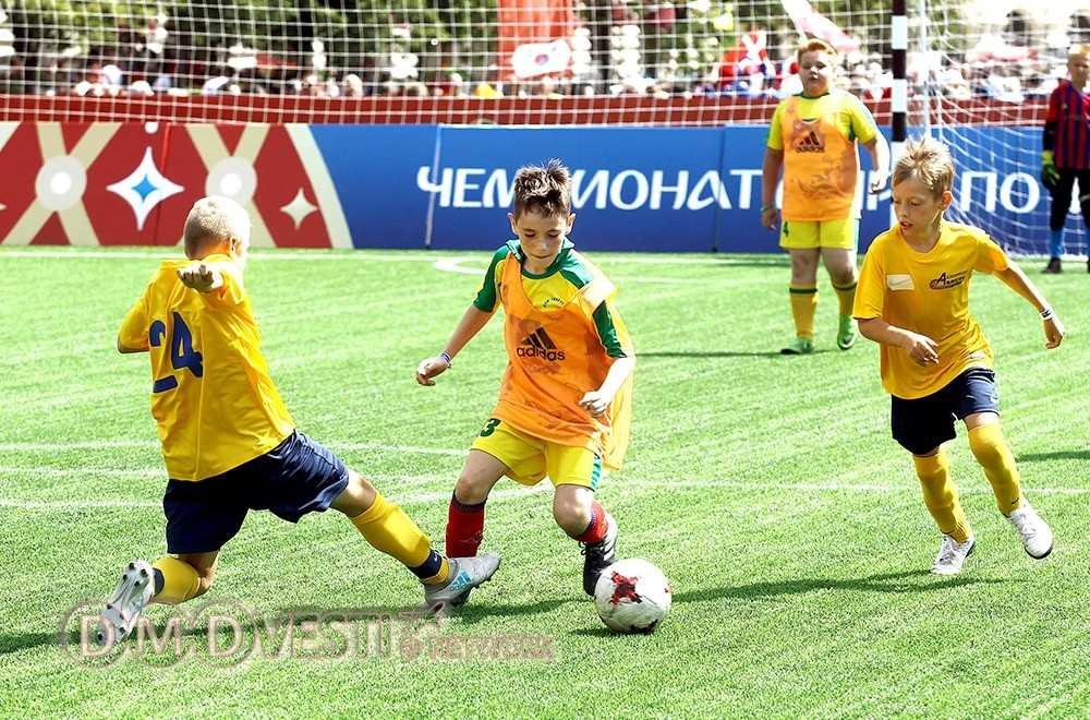 Футболисты из Домодедово сыграли в парке футбола на Красной площади