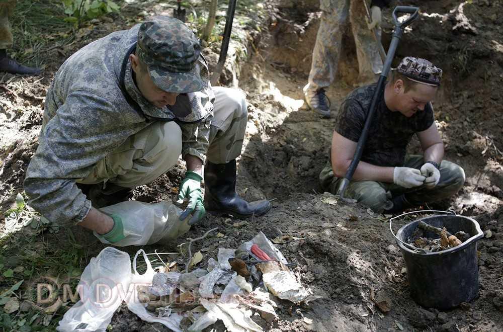 Поисковый отряд Истокъ из Домодедово проводит раскопки немецкого бомбардировщика