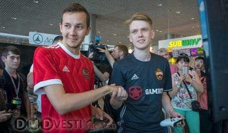 В аэропорту Домодедово пассажиров приглашают играть в футбол