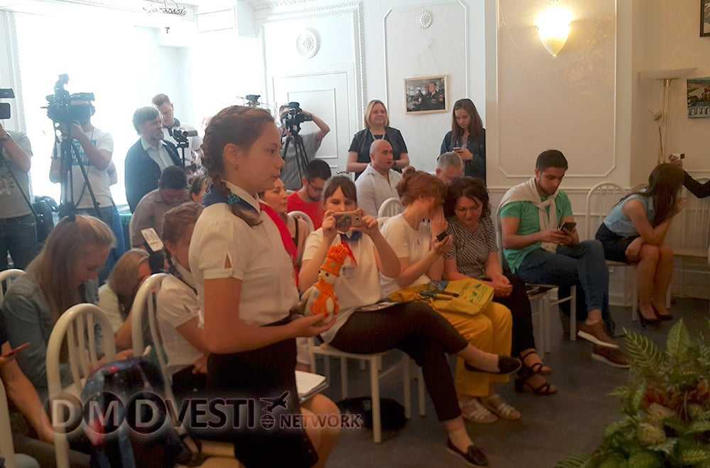 Юные журналисты из Домодедово приняли участие в пресс-конференции Джеффа Монсона