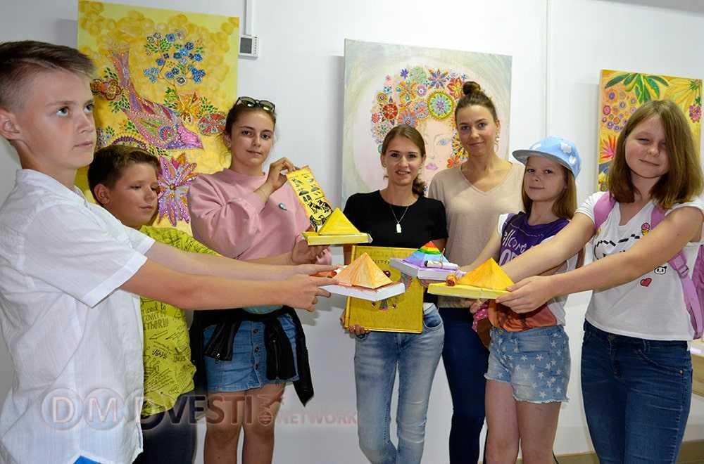 Сегодня корреспонденты Домодедовского информагентства встретились с Марией, чтобы узнать о планах развития арт-студии в Домодедово.