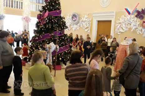 Подмосковные активисты ОНФ организовали новогодние мероприятия для детей из малообеспеченных семей