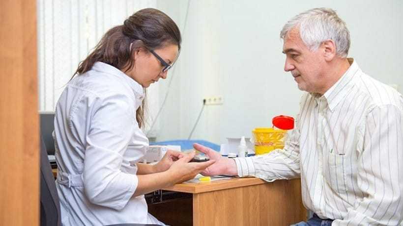 Медицинское обследование пациента в ходе диспансеризации