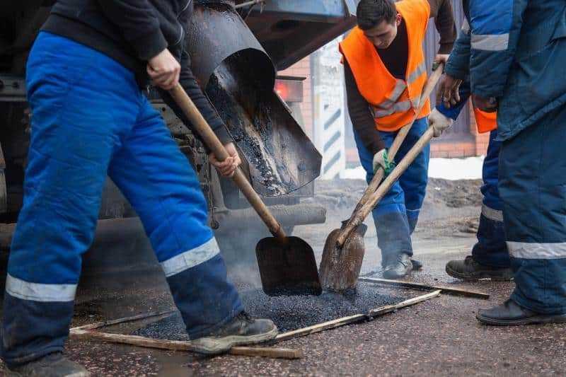 В Домодедово продолжается ямочный ремонт