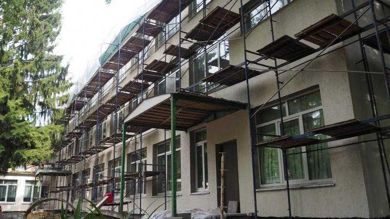 Глава городского округа Домодедово проконтролировал ход капитального ремонта в Белостолбовской СОШ