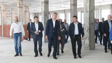 Андрей Воробьев проверил ход строительства школы в ЖК «Сколковский» Одинцовского округа