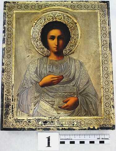 Должностные лица Домодедовской таможни предотвратили контрабанду старинной иконы конца XIX века