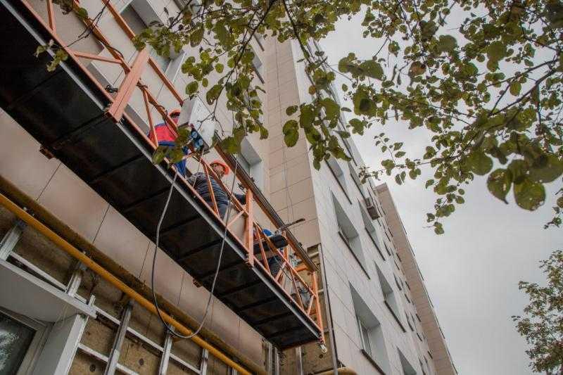Проверка хода работ в Домодедове в рамках программы по капитальному ремонту фасадов и кровель
