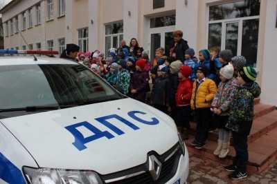 Активисты ОНФ в Подмосковье рассказали учащимся о правилах безопасности на пути следования в школу