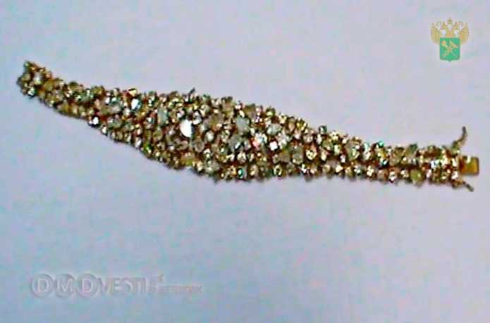 Домодедовские таможенники пресекли контрабанду золотого браслета с более чем 150 бриллиантами новости домодедово