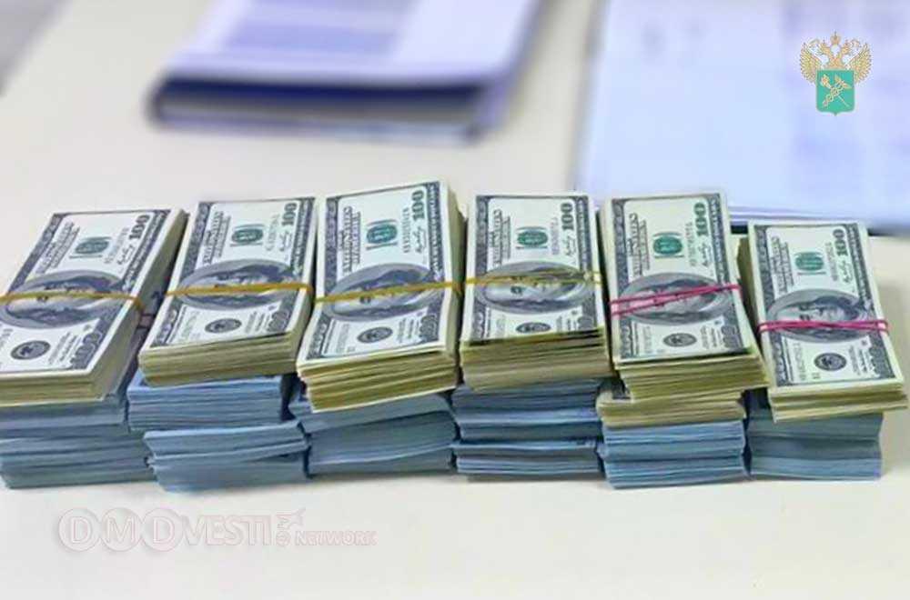 Домодедовская таможня пресекла незаконный вывоз валюты в особо крупном размере